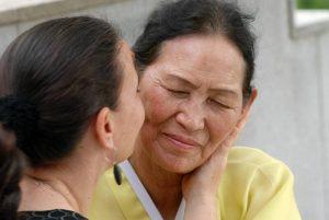 Schamanenmutter Kim Keum Hwa mit Andrea Kalff