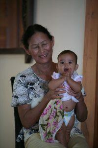 Manshin Kim Keum Hwa mit kleinem Kind
