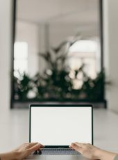 Laptop mit Spiegel